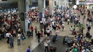 aeroporto-guarulhos-cheio-586x329