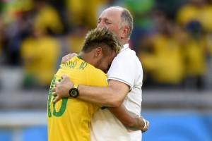 1857169710-neymar-e-felipao-chorando-abracados