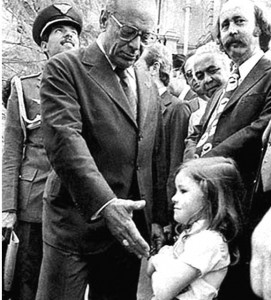Garota-se-recusa-a-cumprimentar-o-presidente-Figueiredo-em-plena-ditadura-militar