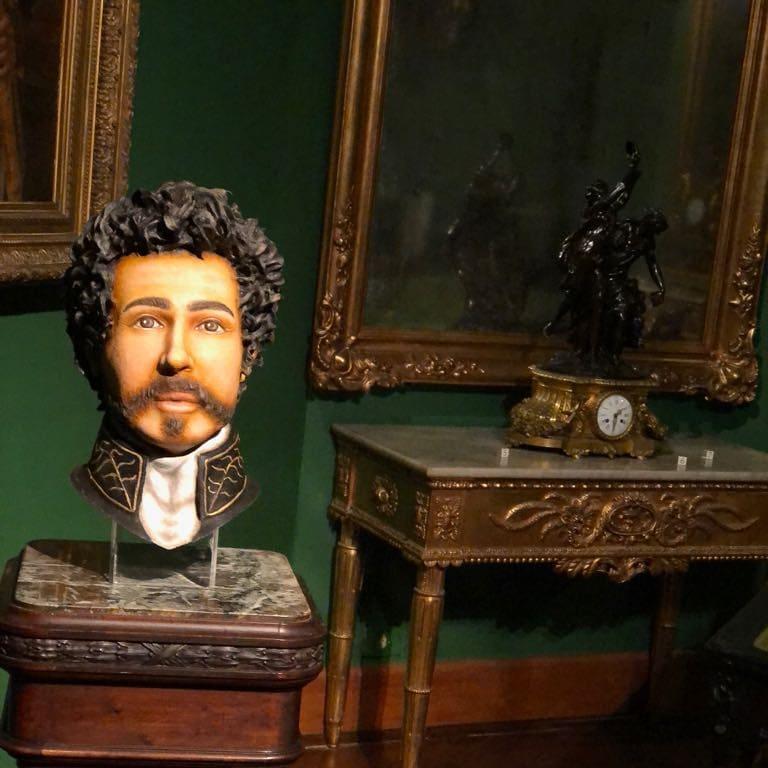 A reconstituição facial apresenta uma leitura do rosto de D. Pedro quando ele já estava no fim da vida