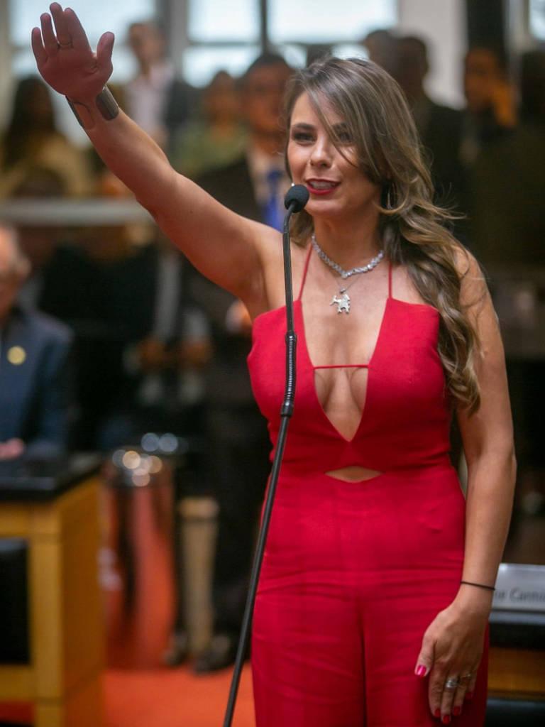 Deputada estadual Ana Paula (PDT) no evento de posse. Reprodução. Foto: Agência AL